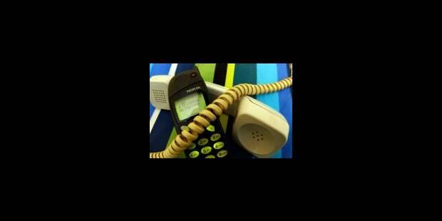 Le téléphone portable dépasse le fixe - La Libre