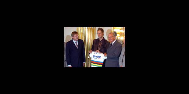 Tom Boonen offre son maillot arc-en-ciel au Roi - La Libre