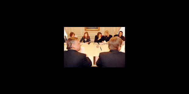 Verhofstadt, Onkelinx et Dewael rencontrent les amis de Joe - La Libre