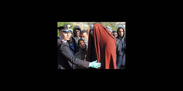 Plus de 5 000 Tunisiens fuient - La Libre