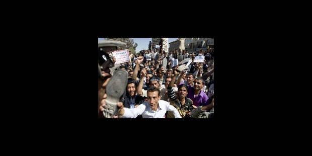 Kadhafi aurait quitté la Libye avec sa famille - La Libre