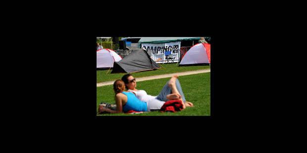 """""""Camping 16"""" plante des tentes et réclame un débat - La Libre"""
