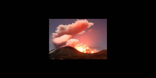 Spectaculaire éruption du volcan Lokon en Indonésie - La Libre