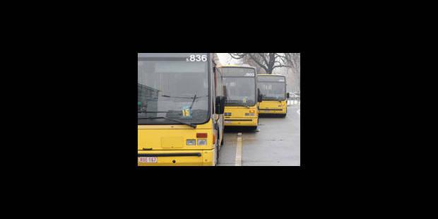 Collision entre un bus TEC et une voiture : 9 blessés - La Libre