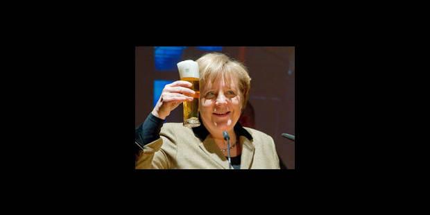 Douche à la bière pour Angela Merkel - La Libre