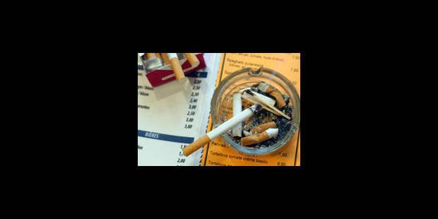 Interdiction de fumer dans les cafés: 10.000 contrôles sur un an - La Libre