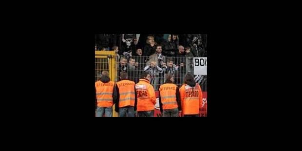 De plus en plus de stewards dans les stades belges - La Libre