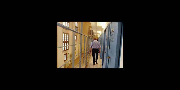 Les policiers devront remplacer les gardiens de prison - La Libre