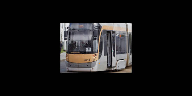 Un jeune homme décède renversé par un tram à Bruxelles - La Libre