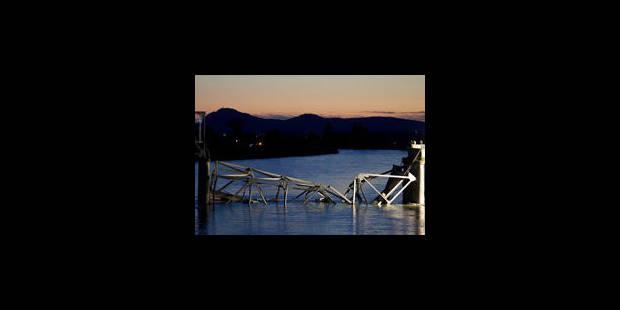 L'effondrement spectaculaire d'un pont aux USA - La Libre