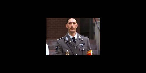 """Le père """"Adolf Hitler"""" en uniforme nazi au tribunal - La Libre"""