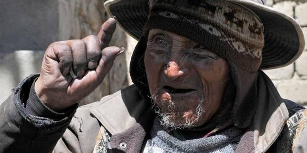 Le doyen de l'humanité mâche de la coca et fait sa cuisine - La Libre