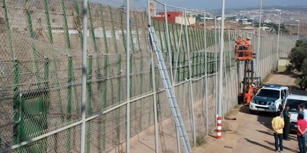 Le spectaculaire assaut d'immigrants en Espagne - La Libre