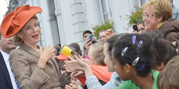 Le couple royal accueilli chaleureusement à Namur - La Libre