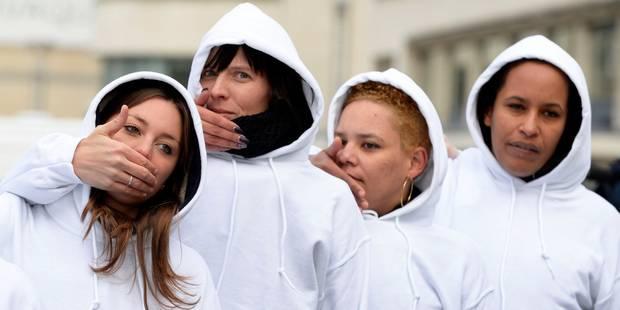 Des femmes en blanc marchent dans Bruxelles pour dénoncer les viols - La Libre