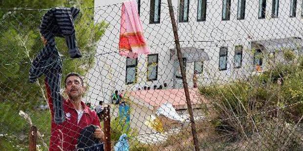 La vidéo qui explique pourquoi Rome vide le centre d'accueil de réfugiés de Lampedusa - La Libre