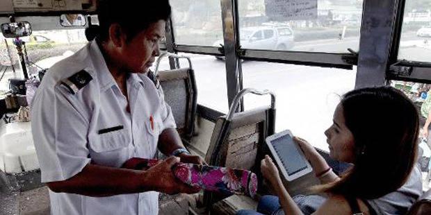 Le combat pour le droit à la pause pipi des contrôleuses de bus de Bangkok - La Libre
