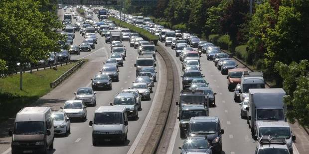 L'autoroute E40 bloquée en direction de la France - La Libre