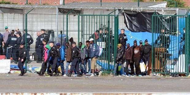 La police française fait évacuer le principal camp de migrants de Calais - La Libre