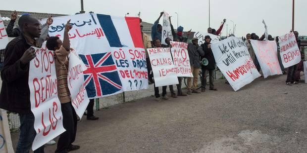 """""""Foutons les dehors"""" : manifestation anti-migrants à Calais - La Libre"""