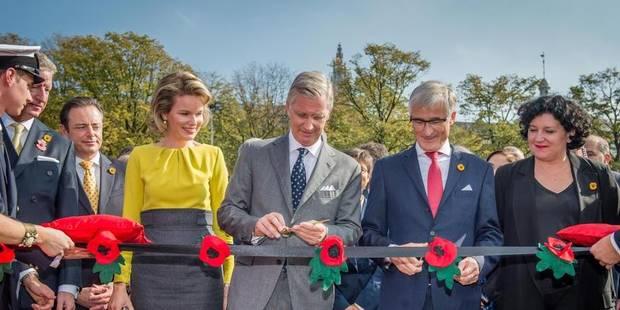Le Roi et la Reine inaugurent le pont flottant provisoire à Anvers - La Libre