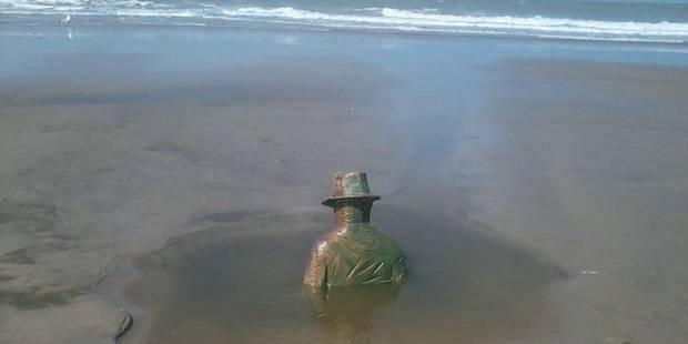 La statue Folon quitte la plage de Knokke - La Libre