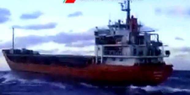 Un navire avec 450 migrants, abandonné par son équipage, s'approche de l'Italie - La Libre