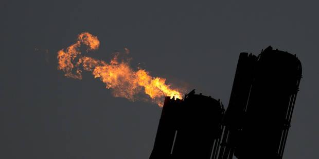Chute vertigineuse des prix du pétrole à New York, Wall Street encaisse - La Libre