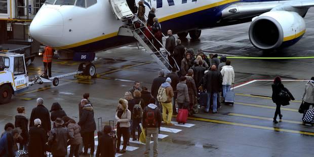 Un avion Ryanair parti de Charleroi atterrit d'urgence en France - La Libre