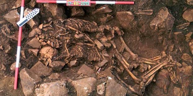Un couple préhistorique découvert enlacé - La Libre