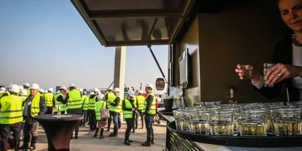 IKEA a posé le premier pilier de son nouveau magasin qui ouvrira à Mons fin 2015 - La Libre