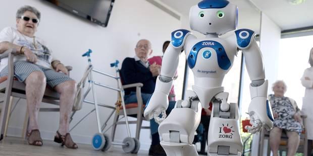 Le robot Zora, coach pour seniors dans une maison de retraite - La Libre