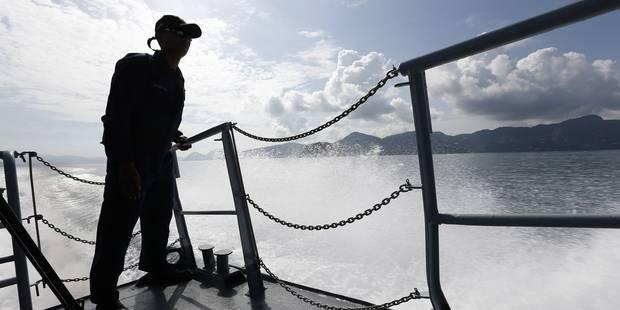 Un bateau de la Marine belge vient au secours d'un navire avec plus de 200 migrants - La Libre