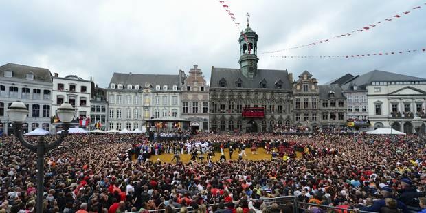 60.000 personnes ont assisté au Combat entre Saint Georges et le Dragon à Mons - La Libre