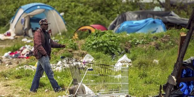 Calais: humanitaires et migrants inquiets après une nuit de violences - La Libre
