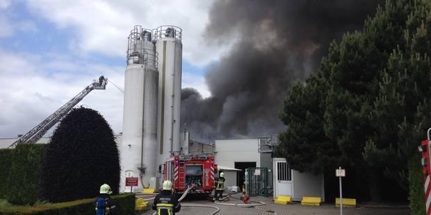 Important incendie dans l'usine Lotus à Wolvertem : plusieurs blessés (photos) - La Libre