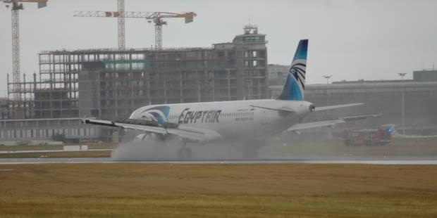 Un avion à destination du Caire se pose en catastrophe à Brussels Airport (Photos) - La Libre