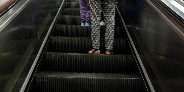 Un garçon de 8 ans hospitalisé après avoir coincé sa main dans un escalator de la Stib - La Libre