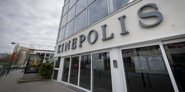 Le Kinepolis de Bruxelles évacué: troubles et vitres brisées, deux jeunes filles blessées (VIDEO) - La Libre