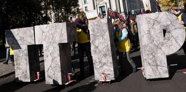 Bruxelles: un groupe de marcheurs pour protester contre le TTIP - La Libre