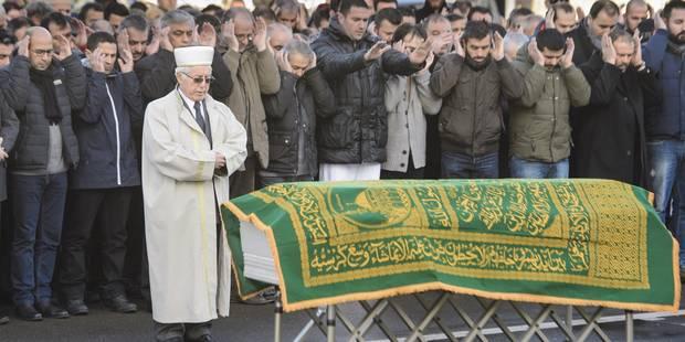 Quelque 500 personnes aux funérailles d'Elif Dogan, une des victimes liégeoises des attentats de Paris (Photos) - La Lib...