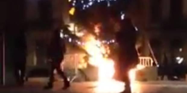 Une bande de jeunes se filme en train de faire brûler un sapin à Anderlecht (VIDÉO) - La Libre