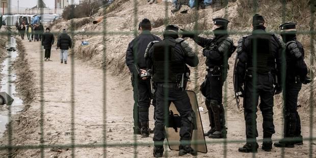 """Jungle de Calais: La Belgique rétablit des contrôles à la frontière française """"aussi longtemps que nécessaire"""" - La Libr..."""