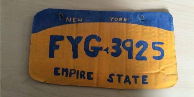 Plaque d'immatriculation en (vrai) carton, défaut de permis de conduire et d'assurance... - La Libre