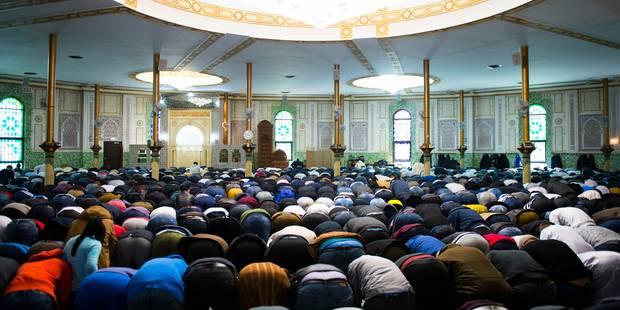 Plus de 2.000 personnes ont prié pour Loubna Lafquiri à la mosquée du Cinquantenaire (PHOTOS + VIDEO) - La Libre