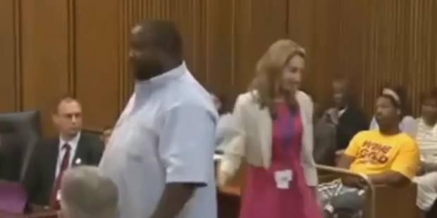 Un père attaque le meutrier de sa fille en plein tribunal (VIDEO) - La Libre