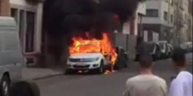 Incendie de véhicules de police à Molenbeek: un suspect de 18 ans sous mandat d'arrêt (VIDEO) - La Libre