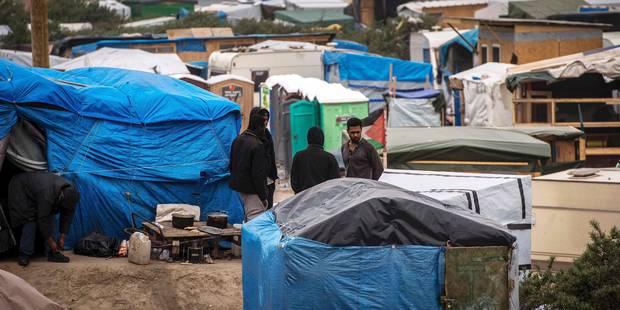 Le port de Calais à l'arrêt pendant une heure et demie à cause de migrants dans l'eau - La Libre