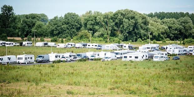 Les gens du voyage quittent le zoning de Mons - La Libre