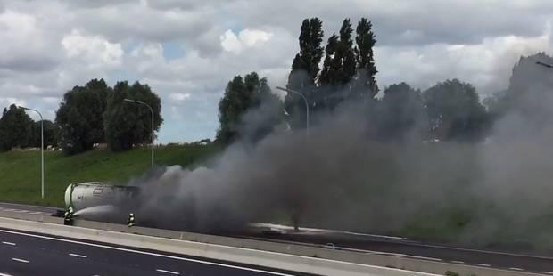 Spectaculaire accident en Flandre: un camion transportant de l'éthanol prend feu sur l'E403 (VIDEOS) - La Libre